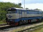 T478.1002 v stanici Stará Turá obieha súpravu
